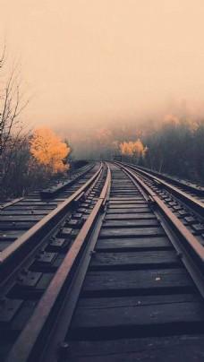 彩霞下的火车道