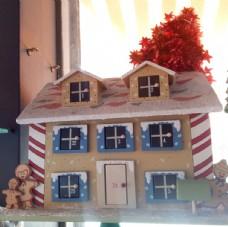 圣诞木质雪房子