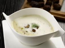 黑松菌蘑菇奶油濃湯