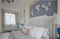 现代时尚温馨客厅土黄色窗帘室内装修效果图